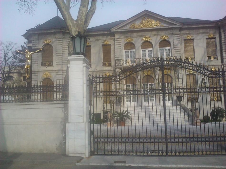 Palatul lui Gigi Becali din Bulevardul Aviatorilor