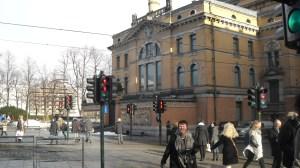 Atentie - 2 omuleti rosii la semafor