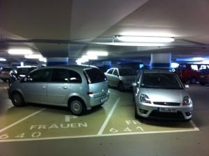 Frauen-Parkplatz-nur-fuer-kurze-Zeit-a23076119