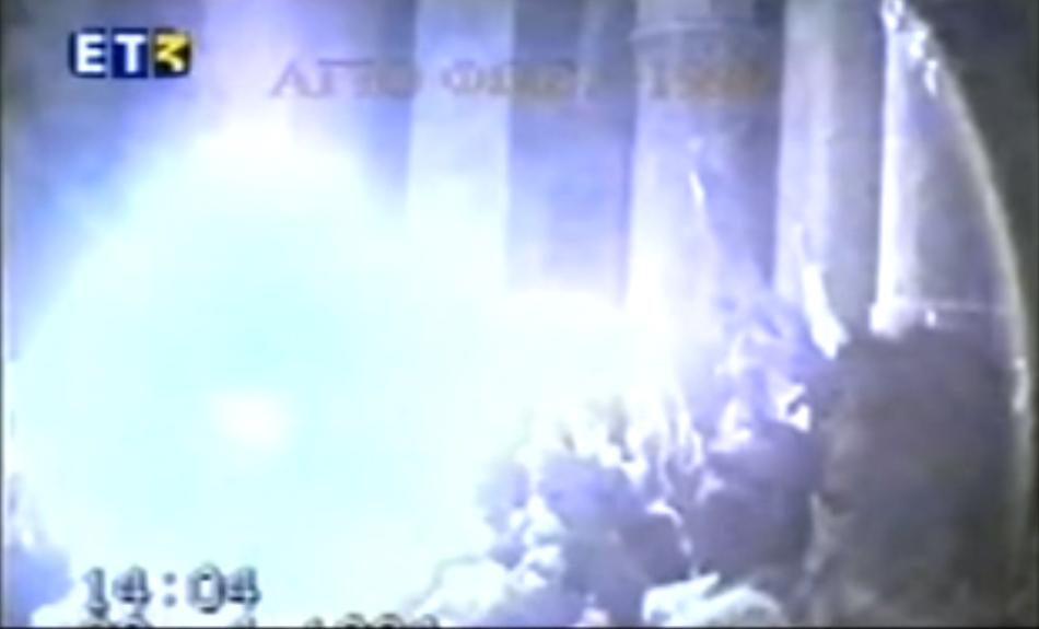 7 CADRE: Cum apare Lumina Sfântă de la Ierusalim? Minunea filmată în 1994 de un medic devenit preot!