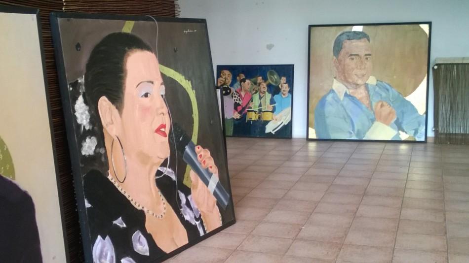 ANTITEZĂ: Manelişti placaţi cu aur cântă la Muzeul Ţăranului. Generaţia de aur plânge la Galeria de Artă!