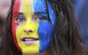 Romania-team-women-suporters-romanian-sport-people-romania