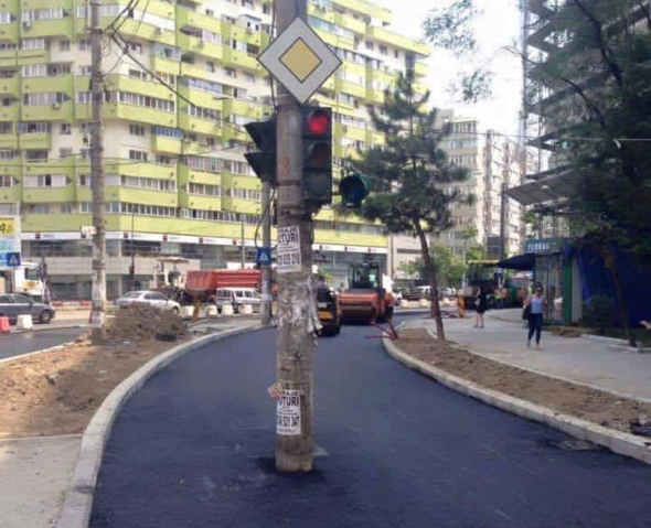 Sector 2 - Stalp in mijlocul drumului - Moda de Caracal