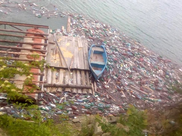 Lacul Bicaz gunoaie 1