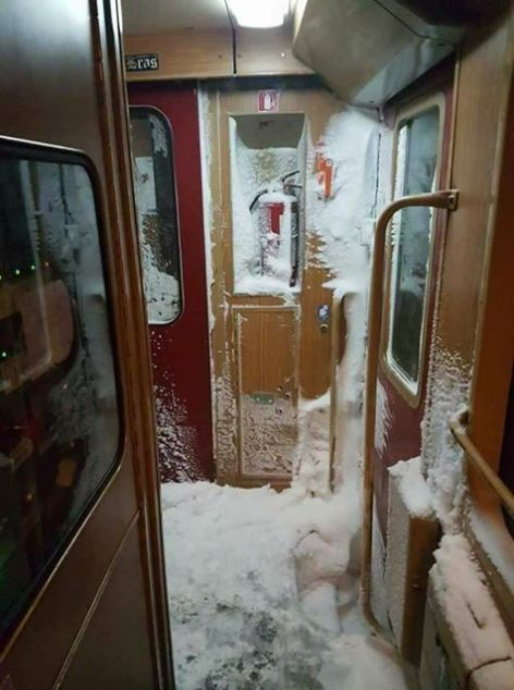 in-trenul-iasi-timisoara-se-fac-oameni-de-zapada