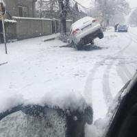 """CALAFAT: """"Gropile și șanțurile au început să înghită mașini!"""" """"Iarna nu-i ca vara!"""""""