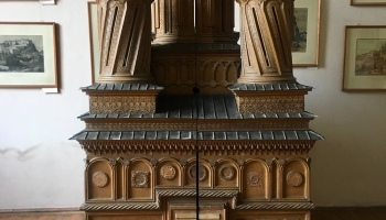 MUZEUL STORCK: Cine doarme în macheta Mănăstirii Curtea de Argeş?