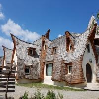 PORUMBACU DE SUS: De anul viitor, puteți dormi în Castelul de Lut din Valea Zânelor!