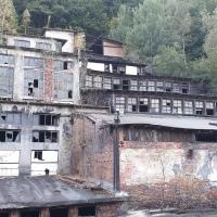 BAIA DE FIER: Fabrica de grafit, cea mai frumoasă ruină industrială. Doar două bufnițe mai lucrează!