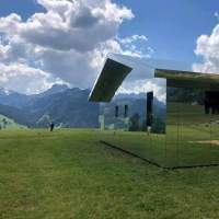 GSTAAD, ELVEȚIA: Casa invizibilă cu suprafața tip oglindă pentru a nu strica peisajul